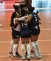 BOGOTÁ-COLOMBIA, 07-01-2020: Jugadoras de Colombia, celebran el punto ganado a Venezuela, durante partido entre Venezuela y Colombia en el Preolímpico Suramericano de Voleibol, clasificatorio a los Juegos Olímpicos Tokio 2020, jugado en el Coliseo del Salitre en la ciudad de Bogotá del 7 al 9 de enero de 2020. / Players from Colombia, celebrates the point won to Venezuela, during a match between Venezuela and Colombia, in the South American Volleyball Pre-Olympic Championship, qualifier for the Tokyo 2020 Olympic Games, played in the Colosseum El Salitre in Bogota city, from January 7 to 9, 2020. Photo: VizzorImage / Luis Ramírez / Staff.