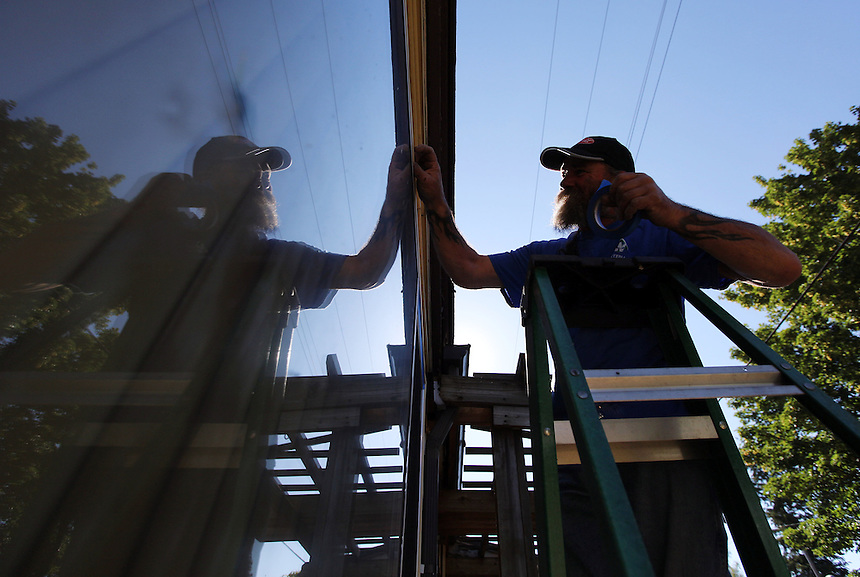 Steven Powers of the Maplewood Neighborhood Association helps an elderly neighbor with home maintenance in Vancouver Friday June 25, 2016. (Photo by Natalie Behring for the Columbian)