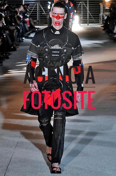 Paris, Fran&ccedil;a &ndash; 28/06/2013 - Desfile de Givenchy durante a Semana de moda masculina de Paris  -  Verao 2014. <br /> Foto: Zeppelin/FOTOSITE