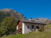 Haus bei Guarda, Scuol, Unterengadin, Graubünden, Schweiz, Europa<br /> House near Guarda, Scuol, Engadine, Grisons, Switzerland