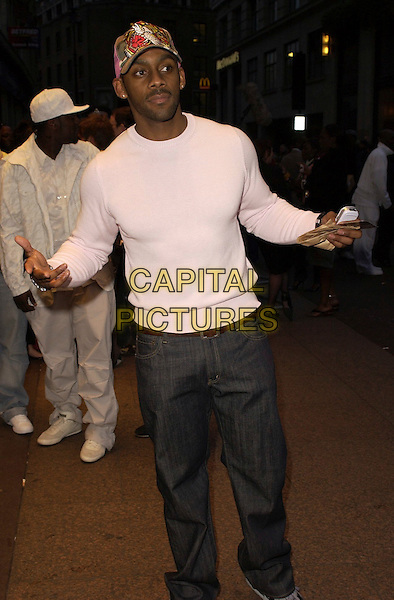 """RICHARD BLACKWOOD.""""Rollin' With The Nines"""" - UK premiere at the Odeon Leicester Square, London, UK..April 19th, 2006.Ref: CAN.half length jeans denim white top baseball cap hat hands.www.capitalpictures.com.sales@capitalpictures.com.©Capital Pictures"""
