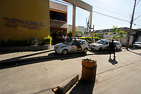 Rio de Janeiro,20 de julho de 2012- No início d a tarde dessa sexta-feira(20) o taficante Gutemberg da Silva de Oliveira que particpou do resgate do traicante DG na 25ªDP foi capturado por policiais do seviço reservado (P2) do 41ª BPM na  comunidade do Jacaré.O preso foi levado para  25ªDP no Rocha zona  norte do RJ sob forte esquema de segurança, por policias civis.<br /> Guto Maia Brazil Photo Press