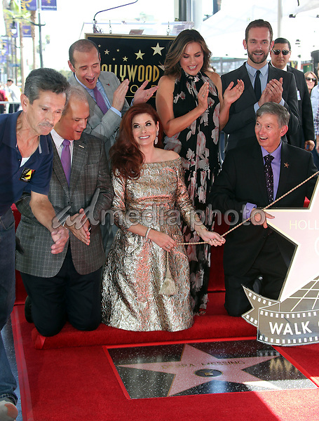 05 October 2017 - Hollywood, California - Debra Messing, Mariska Hargitay, Max Mutchnick, Leron Gubler. Debra Messing Honored With Star On The Hollywood Walk Of Fame. Photo Credit: F. Sadou/AdMedia