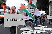 Milano, 25 Aprile 2015, Manifestazione per il 70&deg; anniversario della Liberazione dal nazifascismo. Cartelli aree occupate della Palestina.<br /> Milan, April 25, 2015, Demonstration for the 70th anniversary of liberation from fascism. Placards of occupied areas of Palestine.