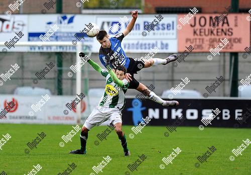 11-12-04 / Voetbal / seizoen 2011-2012 / RC Mechelen - Rupel-Boom / Rachid Hmouda (RCM) met Tim Nicot boven hem..Foto: Mpics.be