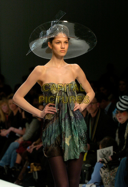 MODEL.At the Basso & Brooke a/w 2007/8 Catwalk Show during London Fashion Week, BFC Tent, London, England, February 15th 2007..half length runway modelling hat strapless dress.CAP/CAN.©Can Nguyen/Capital Pictures