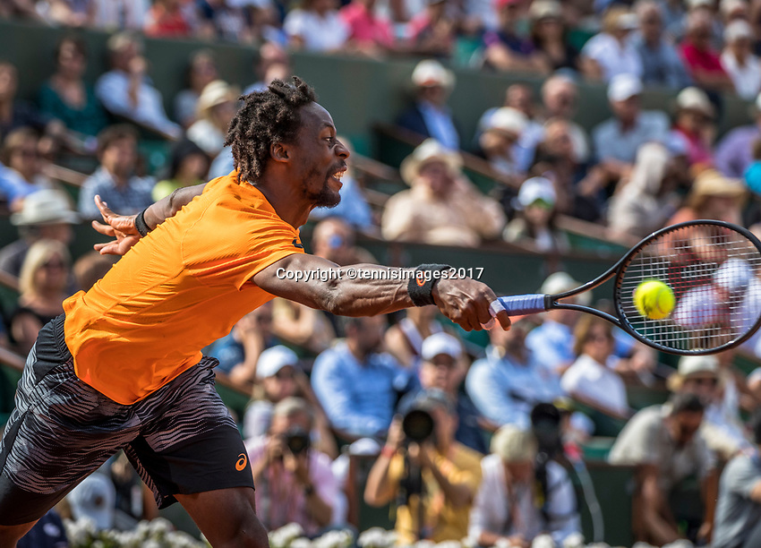 Paris, France, 5 June, 2017, Tennis, French Open, Roland Garros,  Gael Monfils (FRA)  in his match against Stan Wawrinka.<br /> Photo: Henk Koster/tennisimages.com