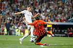 Real Madrid´s Toni Kroos (L) and Shakhtar Donetsk´s Maksym Malyshev during Champions League soccer match between Real Madrid and Shakhtar Donetsk at Santiago Bernabeu stadium in Madrid, Spain. Spetember 15, 2015. (ALTERPHOTOS/Victor Blanco)