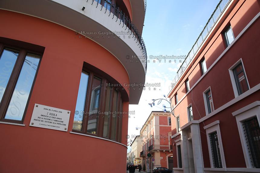 2019. l'Aquila dieci anni dopo il terremoto del 2009 Centro storico Lapide ringraziamento alle Forze Armate intervenute