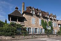 Europe/Europe/France/Midi-Pyrénées/46/Lot/Saint-Céré: Hôtel de Miramon du XVII éme siécle la façade Boulevard Carnot avec sa terrasse couverte de lauzes d'ardoise