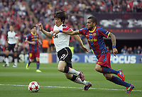 28.05.2011, Wembley Stadium, London, ENG, UEFA CHAMPIONSLEAGUE FINALE 2011, FC Barcelona (ESP) vs Manchester United (ENG), im Bild Park Ji-Sung of Manchester Utd and Barcelona's Dani Alves   during  the UEFA  Champions League Final between Barcelona and Manchester United at the Wembley Stadium  in London    on 28/05/2011, EXPA Pictures © 2011, PhotoCredit: EXPA/ IPS/ M. Pozzetti *** ATTENTION *** UK AND FRANCE OUT! <br /> Foto Insidefoto