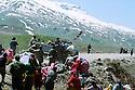 Iran 1991 Distribution of food for the Iraqi Kurdish refugees after crossing the border<br /> Iran 1991 Distribution de nourriture pour les Kurdes irakiens apres le passage de la fronti&egrave;re