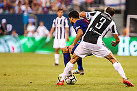 EAST RUTHERFORD, EUA, 22.07.2017 - JUVENTUS-BARCELONA - Luis Suarez do Barcelona (ESP) disputa bola com  Giorgio Chiellini da Juventus (ITA) valido pela Internacional Champions Cup no MetLife Stadium na cidade de East Rutherford nos Estados Unidos neste sábado, 22. (Foto: William Volcov/Brazil Photo Press)