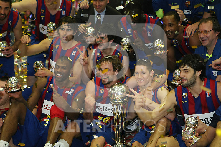 FC Barcelona's players celebrate the victory after Spanish Basketball King's Cup Final match.(ALTERPHOTOS/Acero)