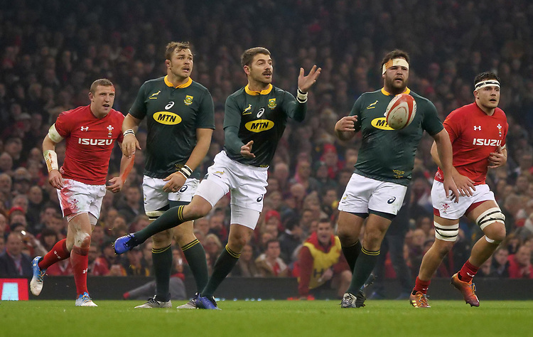 South Africa's Willie Le Roux whips the ball out <br /> <br /> Photographer Ian Cook/CameraSport<br /> <br /> Under Armour Series Autumn Internationals - Wales v South Africa - Saturday 24th November 2018 - Principality Stadium - Cardiff<br /> <br /> World Copyright © 2018 CameraSport. All rights reserved. 43 Linden Ave. Countesthorpe. Leicester. England. LE8 5PG - Tel: +44 (0) 116 277 4147 - admin@camerasport.com - www.camerasport.com