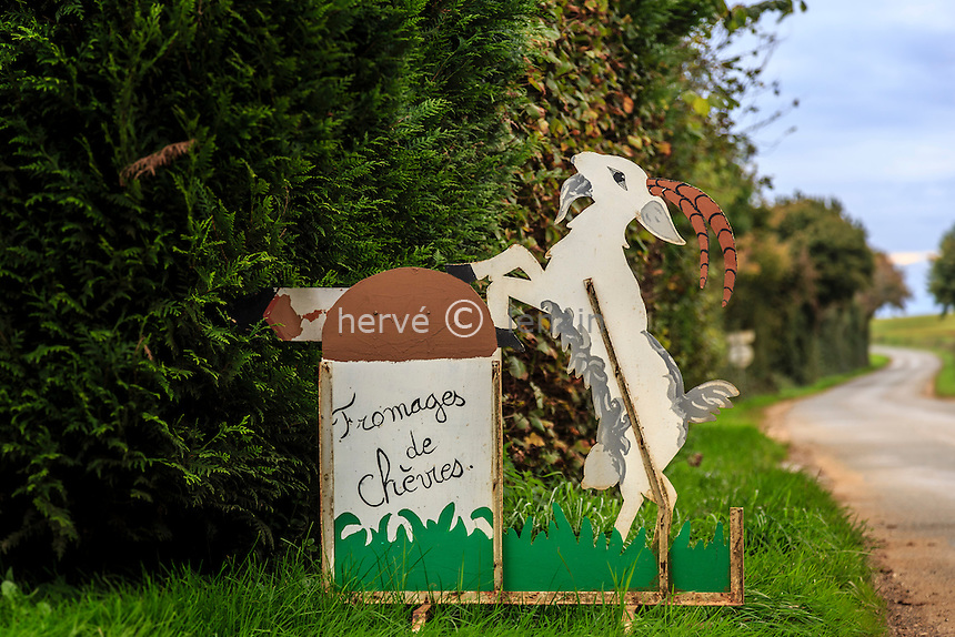 France, Cher (18), région du Berry, Menetou-Râtel, enseigne de chèvrerie // France, Cher, Menetou-Ratel, chevrerie or goat shed sign