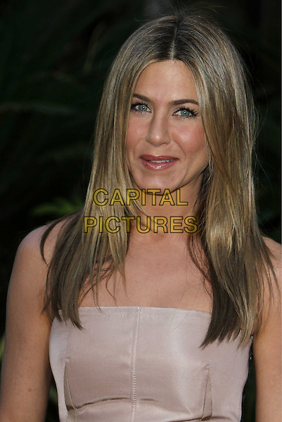 "JENNIFER ANISTON.""The Switch"" Los Angeles Premiere held at Arclight Cinemas, Hollywood, California, USA..August 16th, 2010.half length strapless beige nude  .CAP/ADM/CH.©Charles Harris/AdMedia/Capital Pictures"