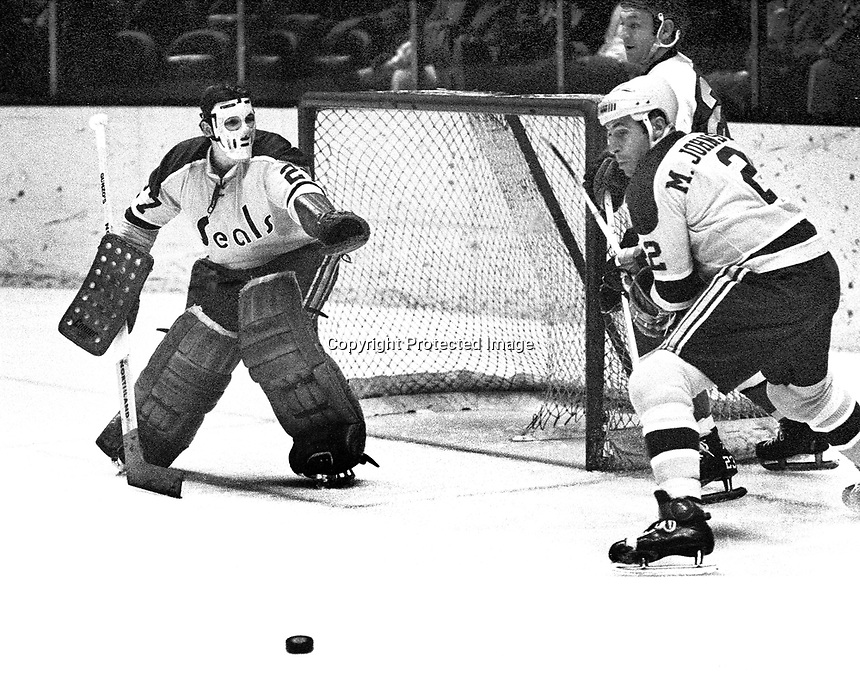 Seals Marshall Johnston and goalie Gilles Meloche against the Pittsburg Penguins. (1971 photo by Ron Riesterer)