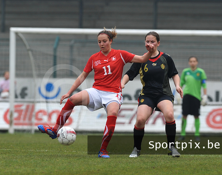 UEFA Women's Under 17 Championship - Second Qualifying round - group 1 : Switzerland - Belgium  : .Sabrina Ribeaud aan de bal voor Valentine Hannecart.foto DAVID CATRY / Vrouwenteam.be