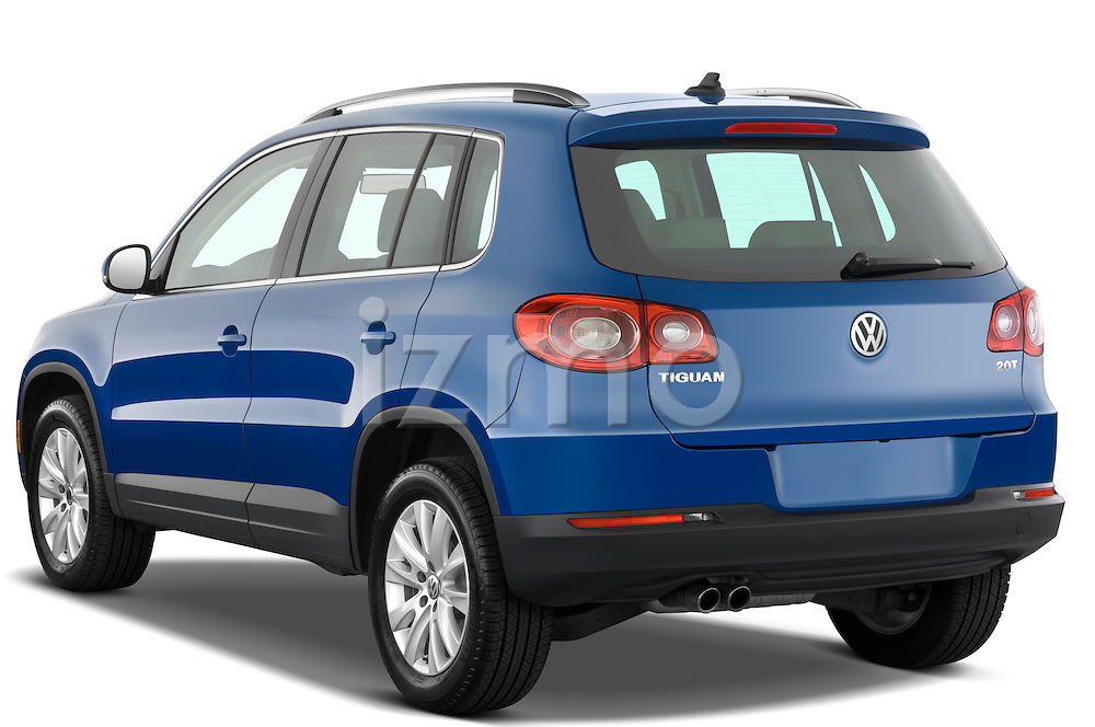 Rear three quarter view of a 2009 Volkswagen Tiguan SEL