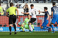 Luka Jovic (Eintracht Frankfurt) mit dem Nachschuss, Torwart Oliver Baumann (TSG 1899 Hoffenheim) mit einer Glazparade - 08.04.2018: Eintracht Frankfurt vs. TSG 1899 Hoffenheim, Commerzbank Arena