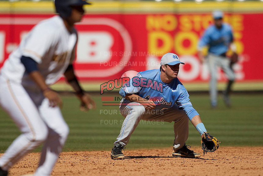 North Carolina Tar Heels second baseman Mike Zolk #3 on defense against the California Golden Bears in the NCAA baseball game on March 2nd, 2013 at Minute Maid Park in Houston, Texas. North Carolina defeated Cal 11-5. (Andrew Woolley/Four Seam Images).