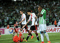 MEDELLIN- COLOMBIA – 03-12-2014: Orlando Berrio (Der.) jugador de Atletico Nacional de Colombia se lamenta después de perder jugada de gol durante partido de ida de la final de la Copa Total Suramericana entre Atletico Nacional de Colombia y River Plate de Argentina en el estadio Atanasio Girardot de la ciudad de Medellin.  / Orlando Berrio (R) player of Atletico Nacional de Colombia gestures after missing a goal during a match for the first leg of the final between Atletico Nacional of Colombia and River Plate of Argentina of the Copa Total Suramericana in the Atanasio Girardot stadium, in Medellin city. Photo: VizzorImage / Luis Ramirez/ Staff.