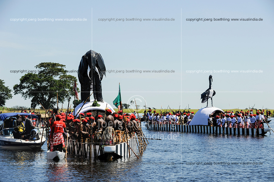 Africa ZAMBIA Barotseland , Zambezi floodplain , Kuomboka ceremony in Lealui, the Lozi king Lubosi Imwiko II. also called Litunga, change his residence after raining time with the royal bark Nalikwanda and the Queen´s bark from Lealui to his palace in Limulunga