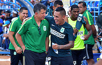 MONTERIA - COLOMBIA - 13-04-2015: Alcatraz Garcia jugador de Atlético Nacional celebra con su técnico Juan Carlos Osorio el gol anotado a Jaguares FC durante partido entre Jaguares FC y Atlético Nacional por la fecha 15 de la Liga Aguila I 2015 jugado en el estadio Municipal de Monteria. / Alcatraz Garcia (R) player of Atletico Nacional celebrates with his coach Juan Carlos Osorio his goal scored to Jaguares FC during a match between Jaguares FC and Atletico Nacional for the  date 15 of the Liga Aguila I 2015 at the Municipal de Monteria Stadium in Monteria city, Photo: VizzorImage / Jose Perdomo / Cont.