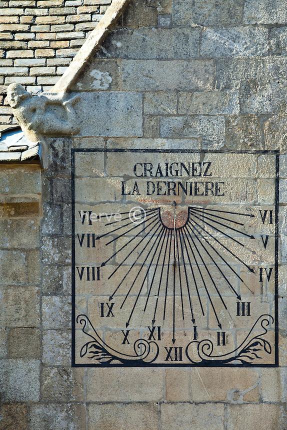 France, Finistère (29), Roscoff, cadran solaire sur l'église Notre-Dame de Kroaz-Batz // France, Finistere, Roscoff, sundial on Church Notre Dame of Kroaz Batz