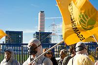 Montalto di castro 31 Ottobre, 2009. Manifestazione a Montalto di Castro contro il nucleare davanti la centrale elettrica dell'Enel.<br /> Demonstration against nuclear in front of Enel, the main Italian power generating company.