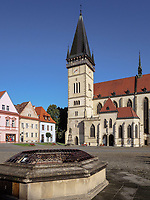 Brunnen, gotische Kirche St. &Auml;gidius-bazilika sv.Egidia, Bardejov, Presovsky kraj, Slowakei, Europa, UNESCO-Weltkulturerbe<br /> well and gothic church St. &Auml;gidius-bazilika sv.Egidia, Bardejov, Presovsky kraj, Slovakia, Europe, UNESCO-world heritage