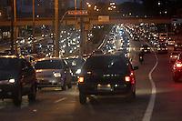 SAO PAULO, SP, 24/06/2013, TRANSITO. A Radial Leste co  transito intenso na regiao da Mooca na manhã dessa segunda-feira (24)     LUIZ GUARNIERI/ BRAZIL PHOTO PRESS