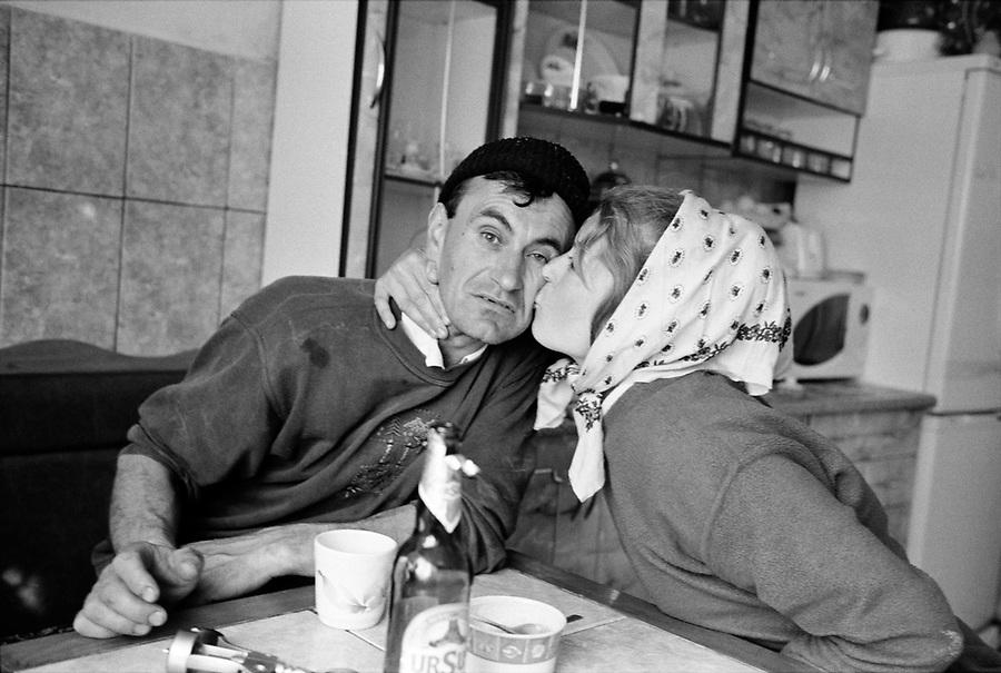 ROMANIA / Maramures / Valeni / May 2008..Ilie and his wife Ileana in their kitchen...© Davin Ellicson / Anzenberger