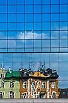 Odbicie w szybie budynku Placu Bohater&oacute;w Getta w Krakowie, Polska<br /> Reflection in the glass of the Bohater&oacute;w Getta Square in Cracow, Poland