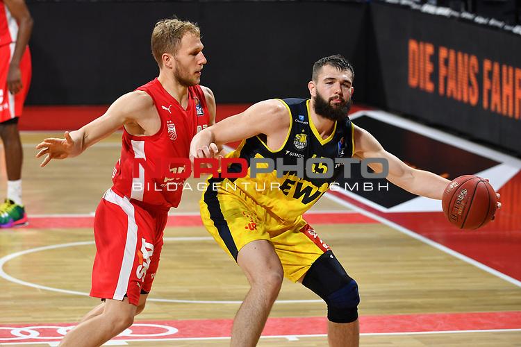 v.re:Nathan BOOTHE (OL),<br /> Aktion,Zweikampf gegen <br /> Christian SENGFELDER (BA).<br /> <br /> Basketball 1.Bundesliga,BBL, nph0001-Finalturnier 2020.<br /> Viertelfinale am 18.06.2020.<br /> <br /> BROSE BAMBERG-EWE BASKETS OLDENBURG 81-86.<br /> Audi Dome<br /> <br /> Foto:Frank Hoermann / SVEN SIMON / /Pool/nordphoto<br /> <br /> National and international News-Agencies OUT - Editorial Use ONLY