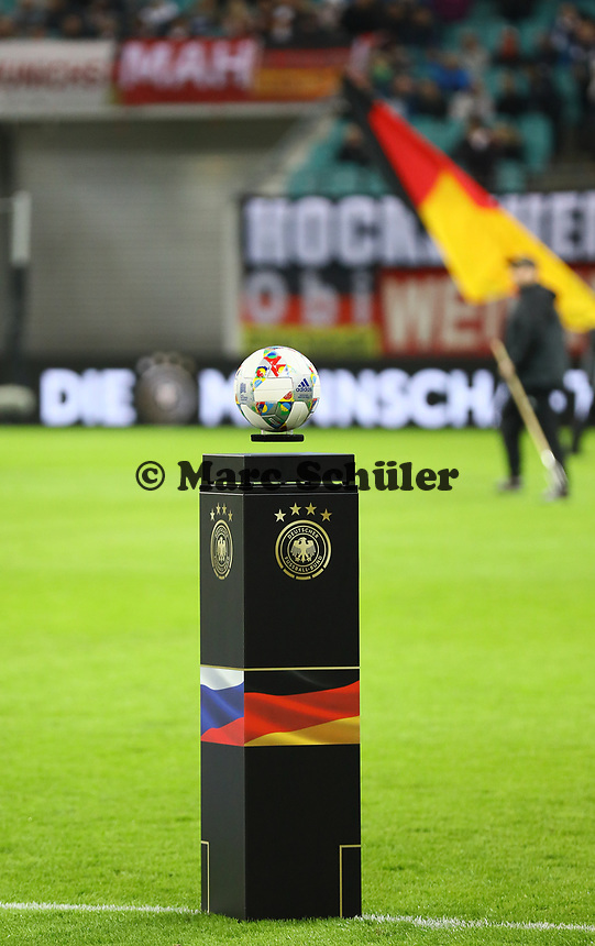 Spielball liegt bereit - 15.11.2018: Deutschland vs. Russland, Red Bull Arena Leipzig, Freundschaftsspiel DISCLAIMER: DFB regulations prohibit any use of photographs as image sequences and/or quasi-video.
