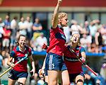 NIJMEGEN -   Gitte Michels (Huizen) scoort  tijdens  de tweede play-off wedstrijd dames, Nijmegen-Huizen (1-4), voor promotie naar de hoofdklasse.. Huizen promoveert naar de hoofdklasse. rechts Mandy Visser (Huizen) en links Noortje Coenen (Huizen) .  COPYRIGHT KOEN SUYK