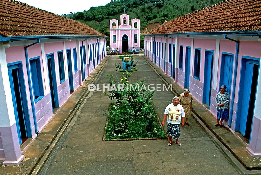 Asilo de idosos na cidade de São Luis do Paraitinga. São Paulo. 1995. Foto de Juca Martins.
