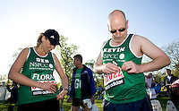 26 APR 2009 - LONDON,GBR - Deborah Vawer and Kevin Rosser - London Marathon. (PHOTO (C) NIGEL FARROW)