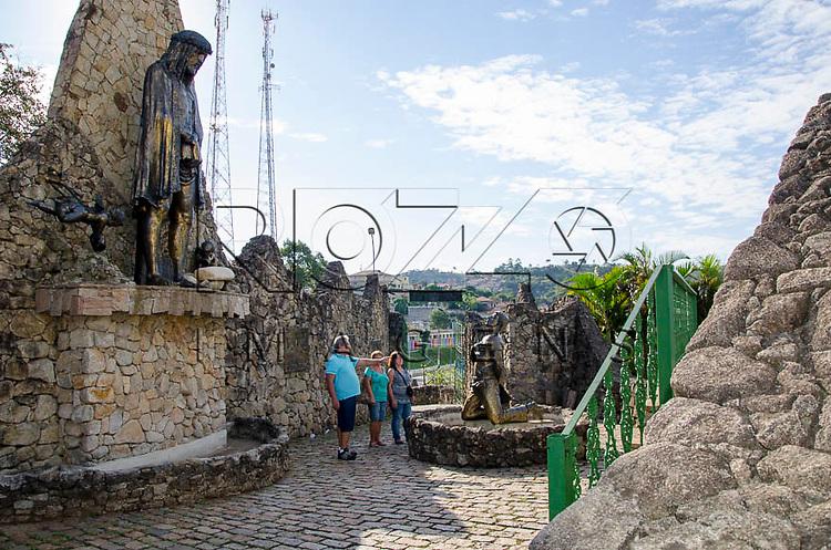 Turistas no Portal dos Romeiros, Pirapora do Bom Jesus - SP, 04/2014. cidade situada na margem do Rio Tietê poluido - área metropolitana de São Paulo.