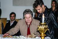 ATENCAO EDITOR IMAGENS EMBAGADAS PARA VEICULOS INTERNACIONAIS - <br /> A culinarista Palmirinha Onofre comparece ao vel&oacute;rio do corpo da apresentadora Hebe Camargo, no Pal&aacute;cio dos Bandeirantes, sede do Governo do Estado de S&atilde;o Paulo, na capital paulista, neste s&aacute;bado. Hebe morreu hoje aos 83 anos, de parada card&iacute;aca, na sua casa no bairro do Morumbi, na capital paulista. Diagnosticada com c&acirc;ncer no perit&ocirc;nio em janeiro de 2010, ela lutava contra a doen&ccedil;a desde ent&atilde;o. (FOTO: LEVI BIANCO / BRAZIL PHOTO PRESS).