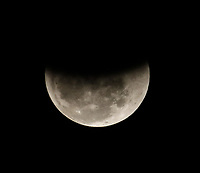 SÃO PAULO,SP, 27.07.2018 - ECLIPSE-LUNAR - Eclipse Lunar visto da a partir da zona leste de São Paulo nesta sexta-feira, 27. (Foto: Paulo Guereta/ Brazil Photo Press)