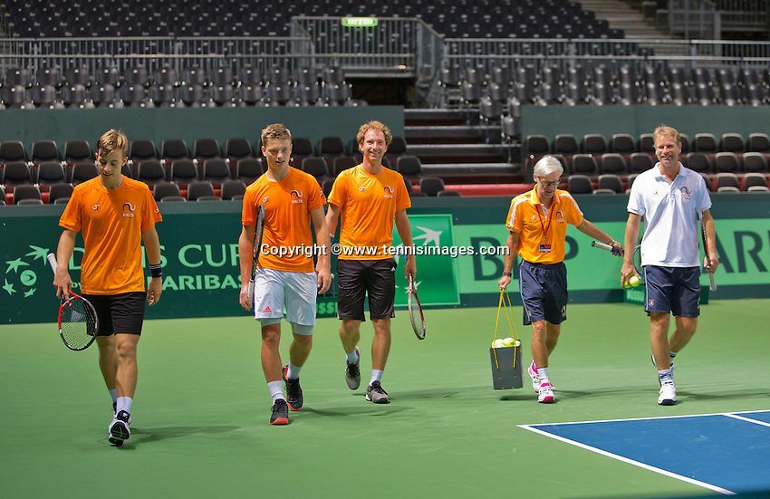 Switserland, Genève, September 16, 2015, Tennis,   Davis Cup, Switserland-Netherlands, Practise Dutch team, good atmosphere in the Dutch team ltr: Tallon Griekspoor, Tim van Rijthoven, Matwe Middelkoop, coach Martin Bohm and Captain Jan Siemerink <br /> Photo: Tennisimages/Henk Koster