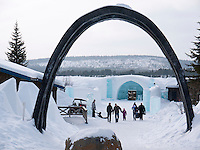Sweden, SWE, Kiruna, 2010Mar30: Visitors in front of the Jukkasjärvi icehotel.