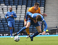 Murray Davidson and Steven Jennings tussle for the ball