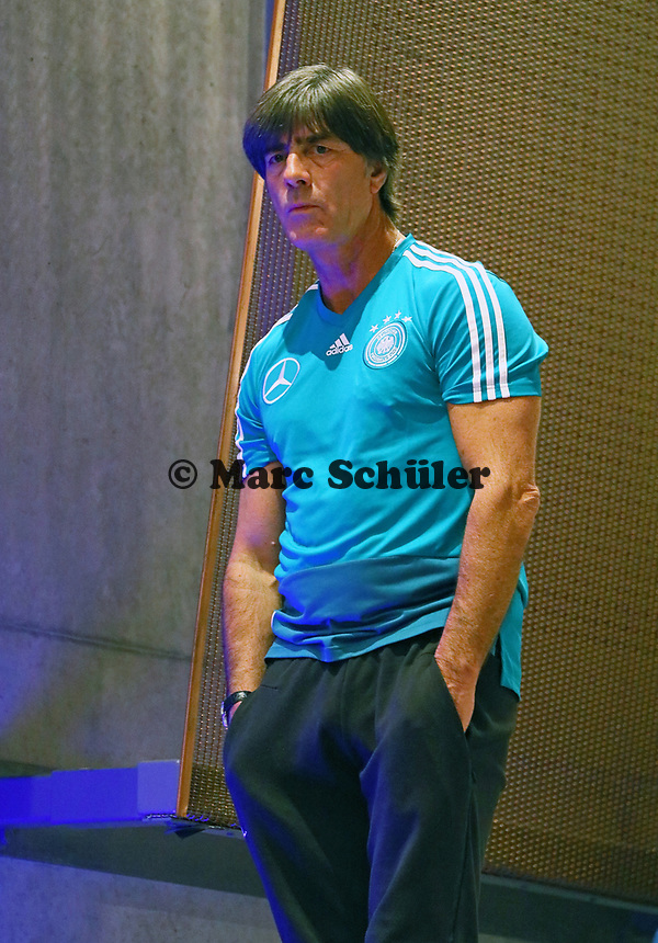 Bundestrainer Joachim Loew (Deutschland Germany)- 15.10.2018: Pressekonferenz DFB vor dem Spiel Frankreich vs. Deutschland, 4. Spieltag UEFA Nations League, Stade de France, DISCLAIMER: DFB regulations prohibit any use of photographs as image sequences and/or quasi-video.