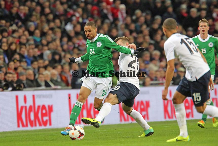 Jack Wilshere (ENG) gegen Sidney Sam (D) - England vs. Deutschland im Wembley Stadium