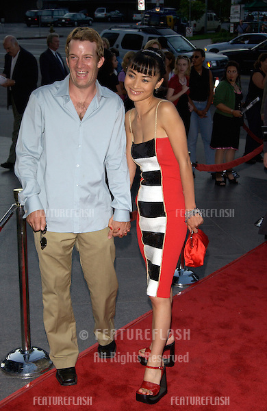 Actress BAI LING & actor THOMAS JANE at the Los Angeles premiere of The Others..07AUG2001.  © Paul Smith/Featureflash