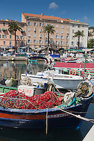 Europe/France/2A/Corse du Sud/Ajaccio: Pointus sur le port de pêche